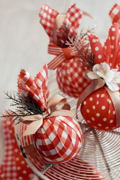 More-diy-xmas-ornaments  made from styrafoam balls, fabric, ribbons & little faux flowers & leaves and ohhh... love :)