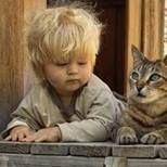 Poi dicono che i gatti non sono capaci di gesti straordinari!