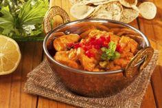 Almuerzo delicioso. Curry de pollo y berenjena