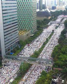 Massive muslim prayer