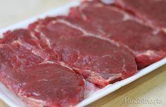 """Recebi alguns pedidos das """"coleguitchas"""" que estão iniciando na cozinha para que eu fizesse um post sobre como temperar bifes. Dependendo da carne usada (quando é uma carne mais nobre) …"""