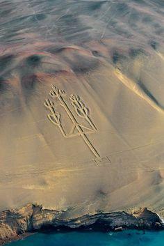 The Chandelier Nazca Lines, Peru /// #travel #wanderlust #alien