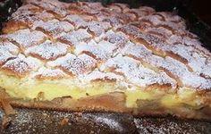 Stratul cu cremă este senzațional, nu ne putem sătura de această prăjitură, deși am făcut-o de foarte multe ori! Ingrediente: - 200 g untură de porc sau margarina pentru prajituri - 500 g făină - Un praf de sare -