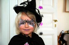 halloween-gesichter-ein-mädchen-bemalen