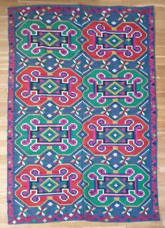 This beautiful carpet is made about 50 years ago, the colors are very beautiful, red,green, blue on a gray cotton fabric and the design very easy to match with a modern house. Wool Carpet, Rugs On Carpet, Vintage Rugs, Vintage Items, 50 Years Ago, Red Green, Blue, Rug Making, Wool Rug