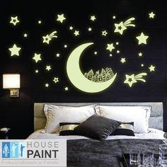 Existe pintura que contiene pigmentos que absorben la luz negra y emiten luz fluorescente a cambio, son ideales para este tipo de decoración