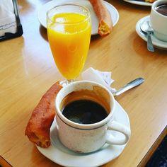 Comenzando el jueves con fuerza #churros #cafe #zumo #felizjueves #spaim