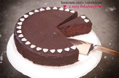 Buraczane ciasto czekoladowe już znacie. Ta wersja ma dodatkowo polewę czekoladową. Porcja o wadze 85 g ma 4,5 wymiennika w tym 2,4 WW i 2,1 WBT. 100g ma 356 kcal.