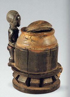 La note de Mathilde Buratti concernant les oracles à souris de Côte d'Ivoire, publiée dans Archéologie & Arts 8 en 2012 est téléchargeable ci-aprè