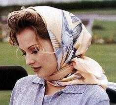 The Grace Kelly Scarf Look Retro, Look Vintage, Grace Kelly, Womens Fashion Online, Latest Fashion For Women, Head Scarf Styles, Scarf On Head, Scarf In Hair, Turbans