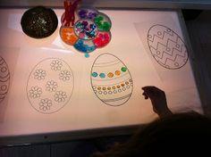 Activité de Pâques sur table lumineuse