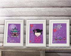 3 affiches kokeshi sur fond violet pour décorer chambre d'enfant, fille