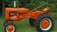 Allis Chalmers B presented as Lot at Walworth, WI Old John Deere Tractors, Allis Chalmers Tractors, Heart Of America, Classic Tractor, Logo Ideas, Summer, Image, Summer Time