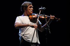 O cantor e compositor carioca Jorge Mautner convida Gilberto Gil para shows em três oportunidades: dias 2, 3 e 4 de abril, a partir das 21h. os ingresso custam até R$ 32.