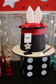 Vanishing Cake at a Magic Party.love the dice cake stand (wrapped box) Magician Cake, Magician Party, Magic Birthday, Boy Birthday, Bday Girl, Carnival Birthday Parties, Birthday Party Themes, Birthday Ideas, Theme Parties