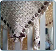 This easy baby blanket crochet pattern works up quickly. It is great for learning how to crochet a blanket for the first time. Crochet Gratis, Knit Or Crochet, Single Crochet, Easy Crochet, Beginner Crochet, Plaid Crochet, Crochet Stitch, Crochet Poncho, Double Crochet