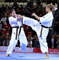 Karate Kumite, Mma, Angie Everhart, Indian Yoga, Hiit Workout At Home, Shotokan Karate, Combat Training, Boxing Fight, Martial Arts Women