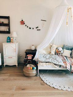 Boho and vintage heaven of a kids room - Paul & Paula Baby Room Design, Baby Room Decor, Nursery Decor, Kids Bedroom, Kids Rooms, Room Kids, Lego Bedroom, Boy Rooms, Vintage Kids Fashion
