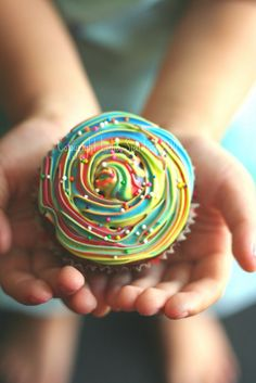 swirl...be cute on top of some bubble gum cupcakes!!