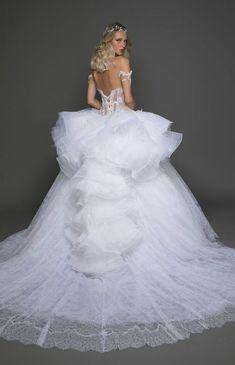 Courtesy of Pnina Tornai Wedding Dresses; Photo: Alexander Lipkin
