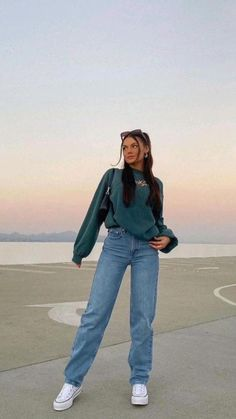 Swaggy Outfits, Cute Casual Outfits, Simple Outfits, Stylish Outfits, Outfits With Mom Jeans, Loose Jeans Outfit, Blue Jean Outfits, Denim Outfits, Indie Outfits
