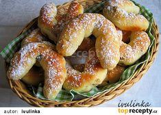 Kynuté rohlíčky s ořechy a rozinkami recept - TopRecepty.cz Croissant Bread, Ciabatta, Pretzel Bites, Diet Recipes, Sausage, Baking, Buns, Food, Cakes