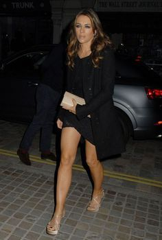 Elizabeth Hurley Elizabeth Hurley, Elizabeth Jane, Great Legs, Nice Legs, Elisabeth, Hair Color Blue, Young Female, Sexy Older Women, Hot Brunette