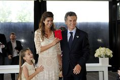 Meet Argentina's Stylish New First Lady, Juliana Awada Michelle Obama, Presidents Wives, First Ladies, Fashion Beauty, Fashion Looks, Women's Fashion, Smart Casual Outfit, Casual Outfits, Queen Letizia