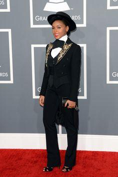 todas las fotografías de la alfombra roja de la 55 edición de los premios Grammy: Janelle Monáe con chaqueta Moschino