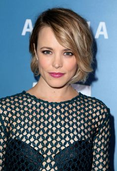 Rachel McAdams - Bright Pink Lip, Flushed Cheeks and Soft Smokey Eye Bob Hairstyles For Fine Hair, Hairstyles Haircuts, Cool Hairstyles, Fine Hair Bobs, Wedding Hairstyles, Men's Hairstyle, Hairstyle Ideas, Emma Stone, Ombre Hair Cheveux Court