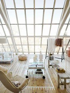 Windows, windows, windows and light furniture.