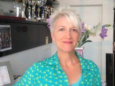 Classy and Simple Short Hairstyles for Women kort haar by Top Stylist Amal Hermuz,Vivyan Hair Design