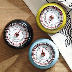 Styled to look like retro-chic oven thermometers metal kitchen timers Old Kitchen, Kitchen Goods, Kitchen Stuff, Kitchen Timers, Retro Design, Graphic Design, West Elm, Cooking Timer, Kitchen Accessories