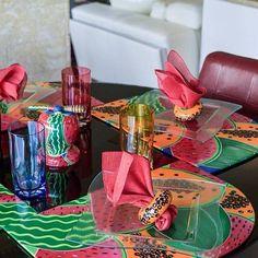 Forget winter and set a colorful table with these amazing hand-painted placemats! Get them here / Olvídate del invierno y pon una mesa colorida con estos increíbles manteles individuales pintados a mano. Consíguelos aquí