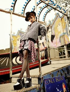 Lee Som - Vogue Magazine October Issue '13 Funny Photography, Artistic Photography, 1990s Grunge, Vogue Korea, Coney Island, Vogue Magazine, Photography And Videography, Girls Out, Fashion Photo