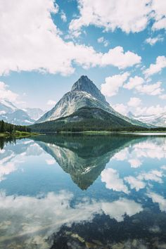 Landscape Photography |Sky, clouds and mountains reflecting