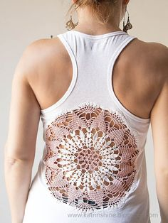 Pinner wrote: Katrinshine: Tutorial - Tanks with upcycled vintage crochet doily back. This would also look really neat on the back of a dress, beach coverup. Doilies Crafts, Crochet Doilies, Crochet Lace, Crochet Granny, Vintage Upcycling, Upcycled Vintage, Crochet Vintage, Vintage Knitting, Top Mode