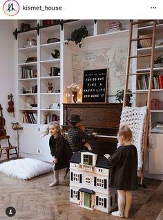 Piano in between bookcases