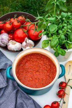 Najlepszy sos ze świeżych pomidorów (4 składniki) Chana Masala, Ricotta, Chili, Spaghetti, Ethnic Recipes, Lasagne, Chili Powder, Chilis, Noodle
