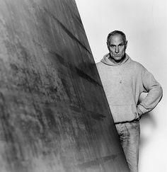 """Una de las tres galerías neoyorquinas de Larry Gagosian exhibió los laberintos de metal del llamado """"Hombre de Acero"""" del arte contemporáneo"""