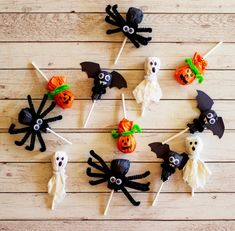 4 Fun and Easy Halloween Lollipop Crafts for Kids Comida De Halloween Ideas, Dulceros Halloween, Diy Halloween Decorations, Holidays Halloween, Halloween Cupcakes, Craft Activities For Toddlers, Halloween Crafts For Toddlers, Lollipop Craft, Halloween Care Packages