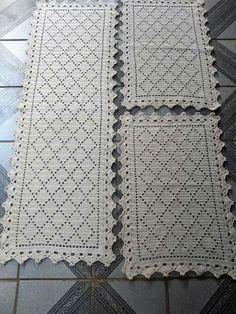 4 Dicas Para Você Aprender a Fazer o Crochê em Casa! Crochet Doily Rug, Crochet Motif Patterns, Crochet Carpet, Crochet Tablecloth, Filet Crochet, Crochet Gifts, Baby Blanket Crochet, Crochet Pony, Crochet Table Runner