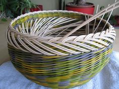 I've made one of these baskets in red white and blue. Basket Weaving Patterns, Paper Basket, Recycled Furniture, Rattan, Red And White, Recycling, Projects To Try, Crafty, Blue