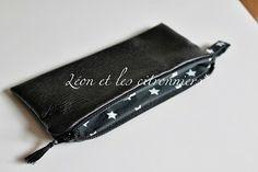 Trousse plate en simili cuir noir, doublée en coton étoilé colllection Trinidad Léon et les citronniers*