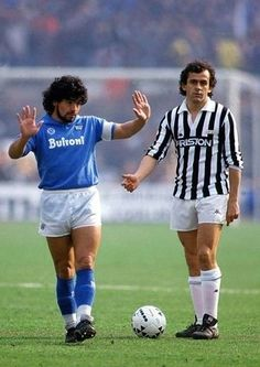Diego Maradona (SSC Napoli, 188 apps, 81 goals) and Michel Platini (Juventus FC). Two Legends, one game. Best Football Players, Football Is Life, Retro Football, World Football, Soccer World, Vintage Football, Soccer Players, Football Soccer, Football Shirts