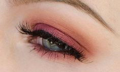 If you are one of those lucky women who wereborn with blue eyes, you're gonna love this article. We've searched for the best makeup looks for blue-eyed women and complied them into 15 easy step-by-step tutorials.These makeup looks will make your blue eyes shine and sparkle, no matter what shade they are. Get inspiration for …