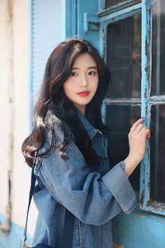 올해는 봄이 일찍 왔나 보다.......................라고 생각했는데나 아직 안 갔어.........라고 외치는 ... Good Woman, Korean Short Hair, Korean Girl, Korean Beauty, Asian Beauty, Amazing Women, Beautiful Women, Modern Fashion Outfits, Little Girl Models