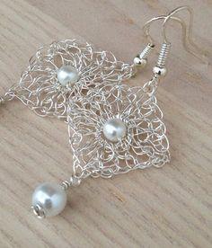 Pendientes de crochet de alambre de encaje. Oro o plata
