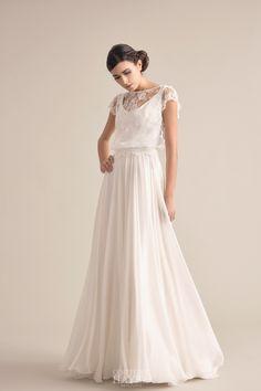 Elegante abito da sposa in pizzo francese con ampia gonna di georgette. sposa  maniche corte ... c21a55e353c