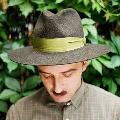 Hoi! Ik heb een geweldige listing gevonden op Etsy https://www.etsy.com/nl/listing/200476284/mens-hat-fedora-hat-classical-brown-felt